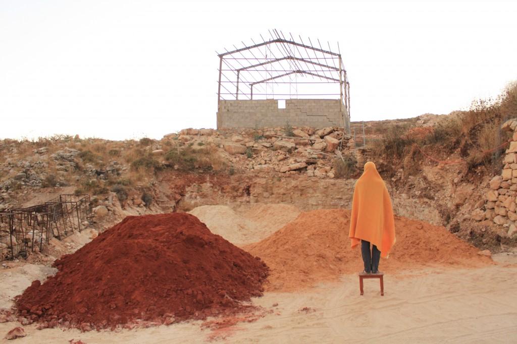 Červený a žlutý okr, já, zrušená fabrika, předměstí Ramalláhu